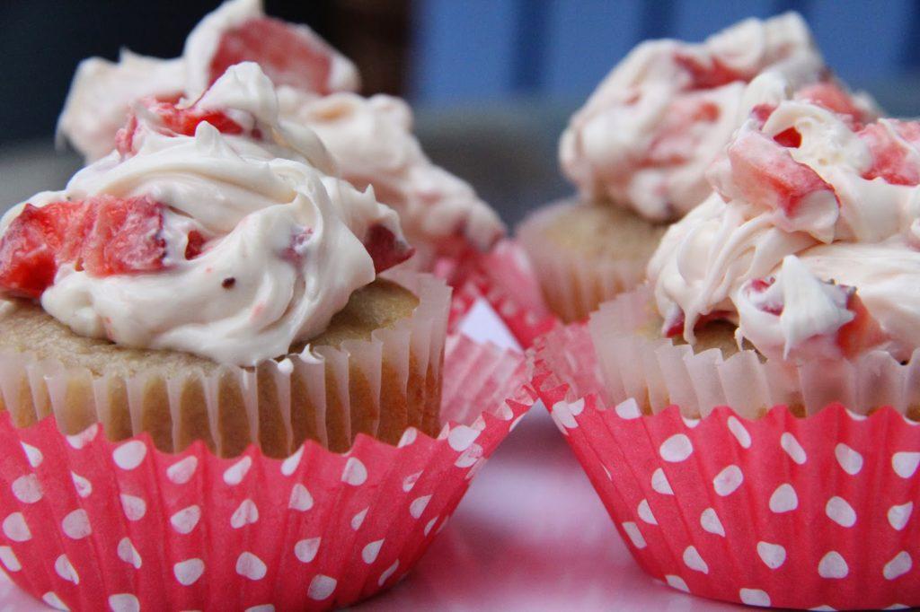 Strawberry Buttermilk Cupcakes Recipe, Strawberry Buttermilk Cupcakes